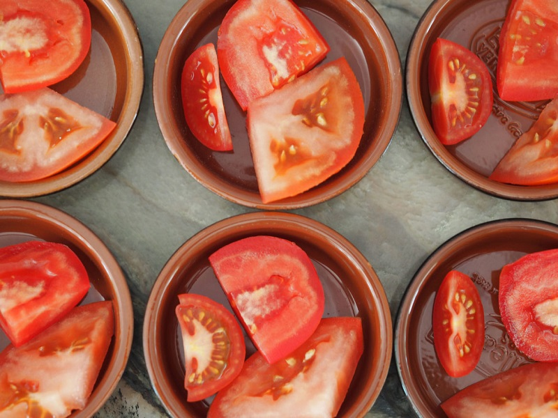 3 hacks to chop tomatoes
