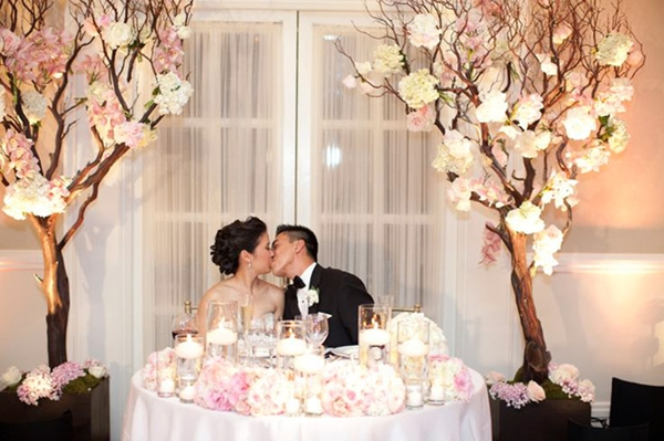 31+ Romantic Wedding Table Setting Ideas for Couples - TastyMatters.com