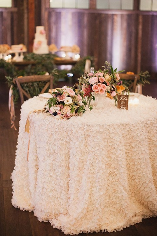 31 Romantic Wedding Table Setting Ideas For Couples