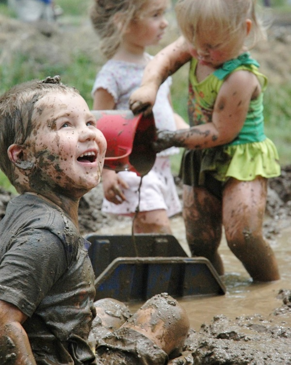 Allow Your Kids to Play in the Mud: Its Healthy