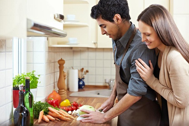 Why Do Women Desire for Men Who Can Cook? - TastyMatters.com