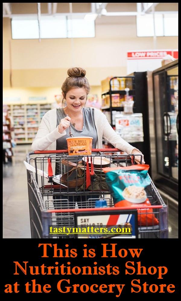 This is How Nutritionists Shop at the Grocery Store